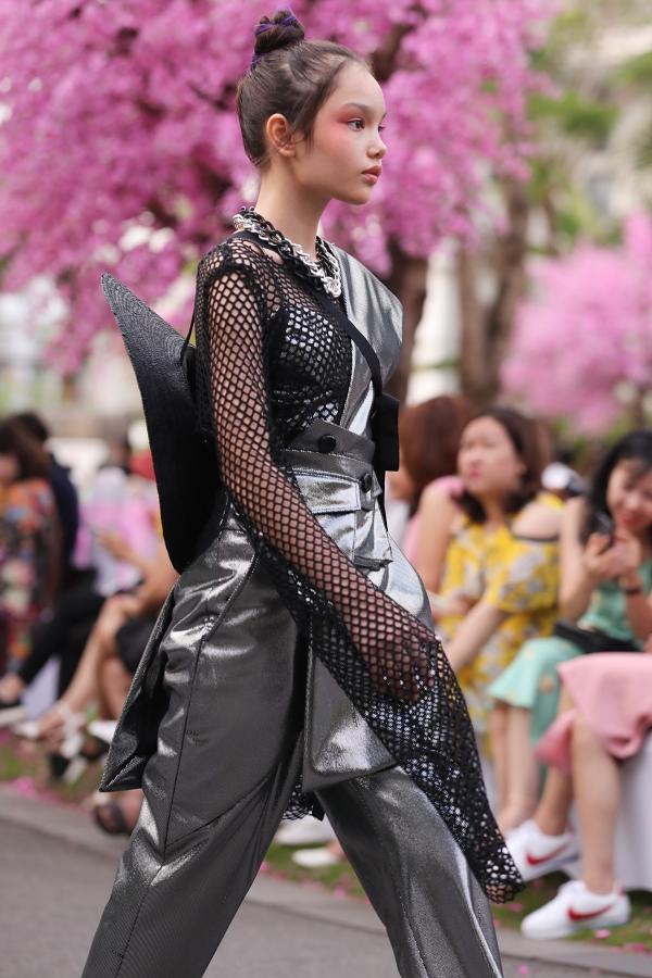 Bản sao Hồ Ngọc Hà, con gái Xuân Lan gây chú ý khi catwalk - 1
