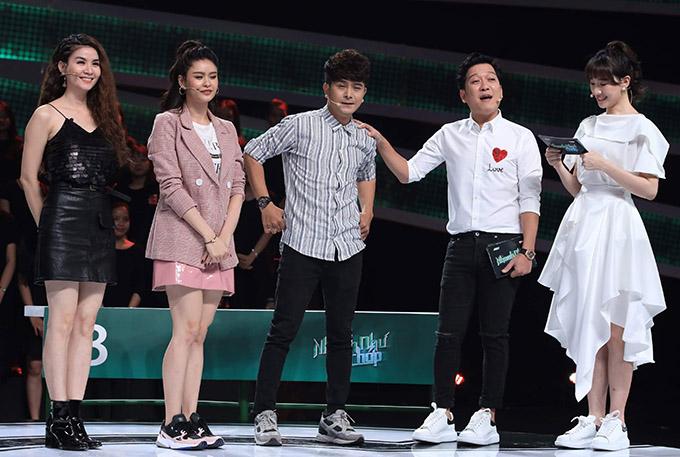 Đồng đội của Kha Ly gồm hai diễn viên Trương Quỳnh Anh và Hùng Thuận. Ca sĩ Hari Won đồng hành cùng Trường Giang ở vị trí người dẫn chương trình.