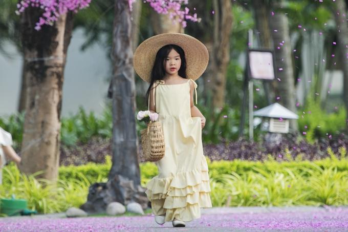 Bản sao Hồ Ngọc Hà, con gái Xuân Lan gây chú ý khi catwalk - 3