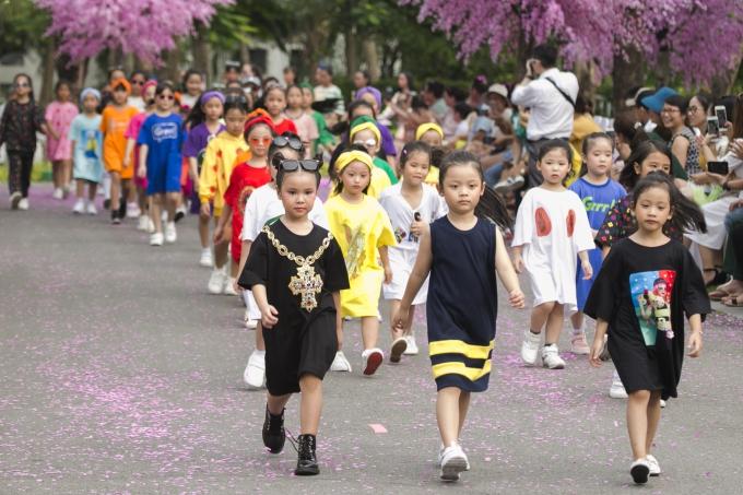 Bản sao Hồ Ngọc Hà, con gái Xuân Lan gây chú ý khi catwalk - 6