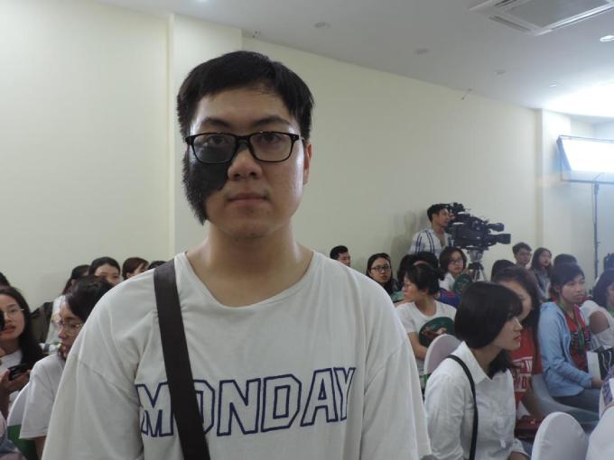 Thí sinh Nguyễn Trung Tín mong muốn cải thiện mảng đen trên khuôn mặt để tự tin hơn.