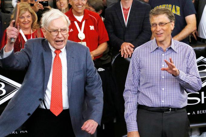 [CaptioCả hai đều thành công lớn với sự tập trung cao độ của họ. Gates đã viết rằng ông đã học được từ Buffett cách quản lý thời gian của mình bằng cách ưu tiên cho một số người và nhiệm vụ nhất định.