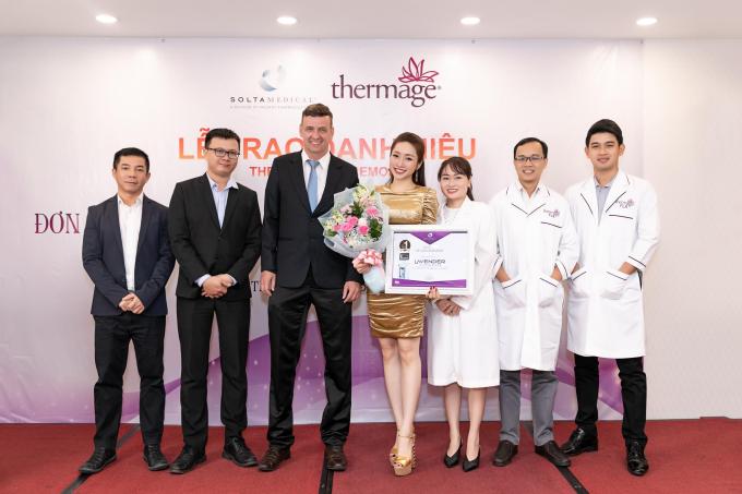 Loạt sao Việt nói gì về Viện thẩm mỹ vừa nhận giải Top 1 châu Á về trẻ hóa da