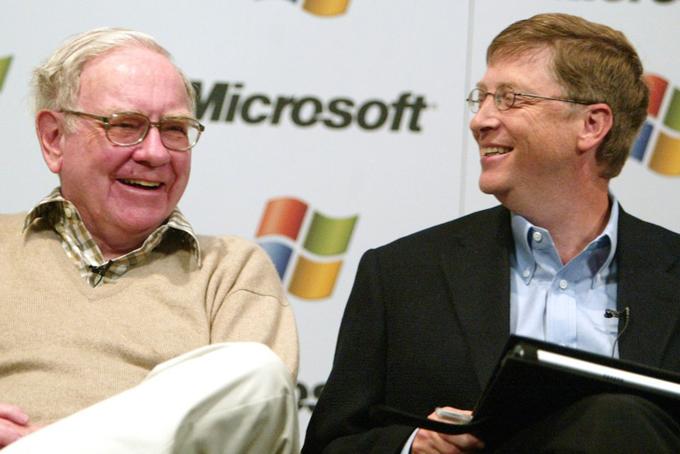 Tình bạn của Gates và Buffett bắt đầu từ ngày 5/7/1991. Mẹ của Gates, bà Mary, đã mời Meg Greenfield, một biên tập viên của tờ Washington Post đến nhà. Greenfield đã mang người bạn của cô là Buffett đi cùng.