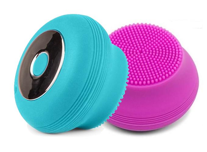 Máy rửa mặt công nghệ siêu âm Sonicleanse Go Belle Rio Fadm nhập khẩu chính hãng từ Anh quốc, rung động siêu âm tần số cao giúp làm sạch sâu, loại bỏ vùng da rám nắng và dầu thừa trên da. Sử dụng chỉ một phút mỗi ngày, người tiêu dùng cảm nhận làn da mềm mại hơn nhờ lỗ chân lông sạch, thúc đẩy tuần hoàn, thư giãn cơ mặt. Máy sử dụng pin sạc kháng nước, sạc qua cổng USB.