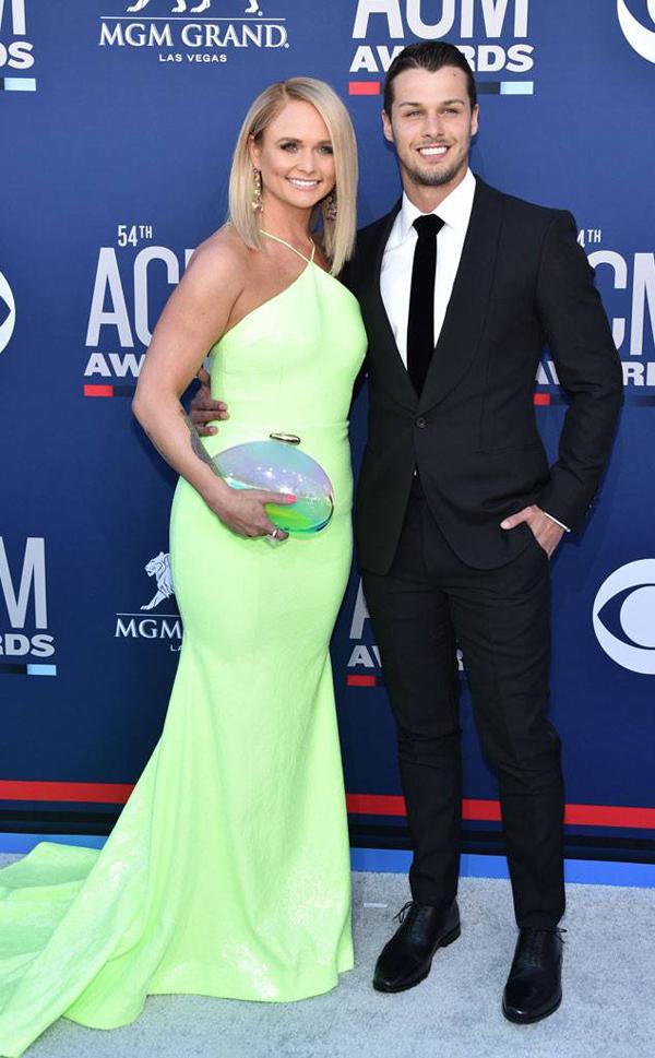 Miranda Lambert lần đầu tới thảm đỏ cùng chồng trẻ - sĩ quan cảnh sát Brendan McLoughlin - sau 3 tháng kết hôn.