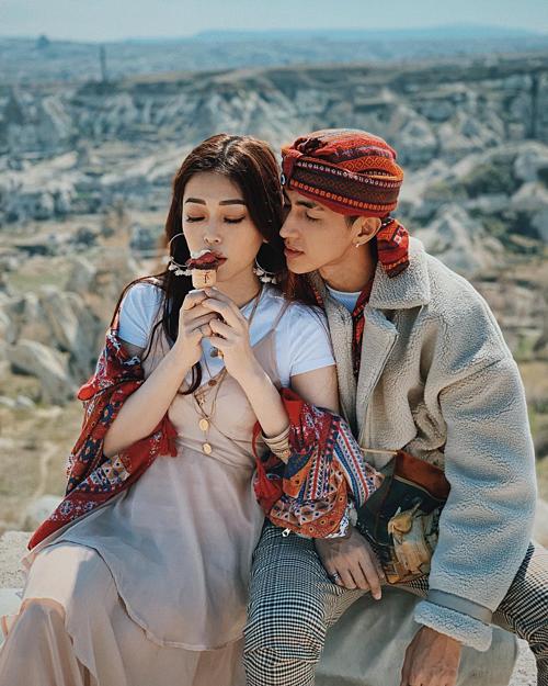 Khoảnh khắc tình tứ của Á hậu Phương Nga bên bạn trai diễn viên Bình An. Cặp đôi đang có chuyến du lịch dài ngày khám phá Thổ Nhĩ Kỳ.
