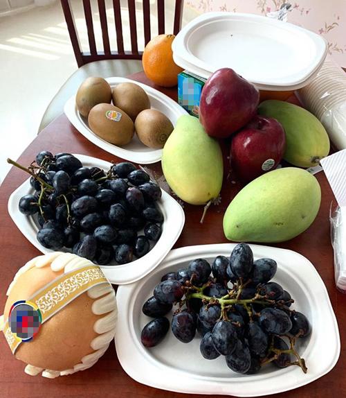 Một ngày, ngoài các bữa chính, Thảo Ngọc bổ sung nhiều bữa phụ bằngsinh tố, nước ép, trái cây theo mùa.