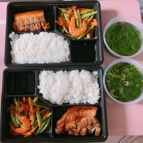 Cô đặc biệt thích cá hồi tại nhà hàng Nhật và điăn với tần suất thường xuyên sau sinh.