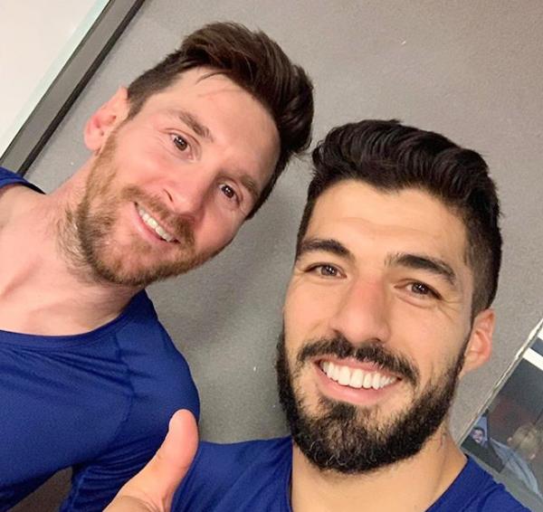 Suarez selfie với bạn thân Messi sau khi cả hai cùng lập công