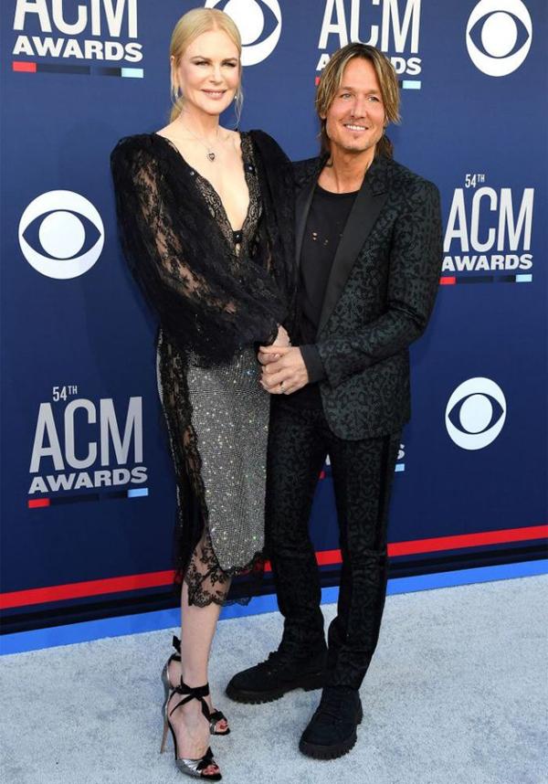 Nicole thường xuyên đến ủng hộ chồng trong các lễ trao giải âm nhạc. Tại sự kiện này, Keith Urban nhận hai đề cử là Nghệ sĩ của năm và Nghệ sĩ nam của năm. Ngôi sao 51 tuổi cũng sẽ trình diễn ca khúc Burden trong lễ trao giải.