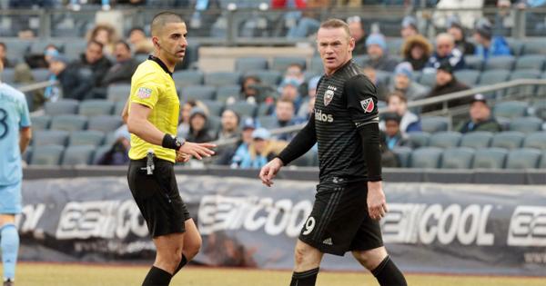 Rooney bị thẻ đỏ lần đầu tiên tại MLS và là lần thứ 7 trong sự nghiệp bị truất quyền thi đấu.