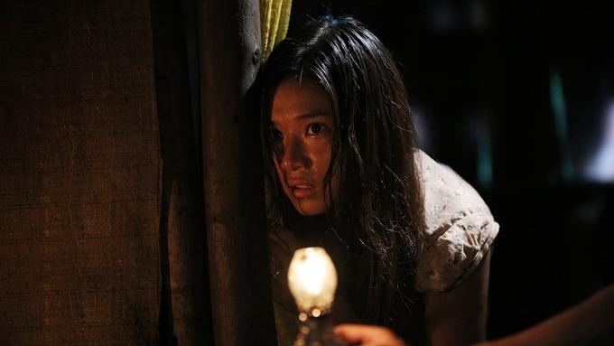 Hoàng Yến tạo hìnhlem luốc, có nhiều cảnh vất vả trong phim Thiên linh cái.