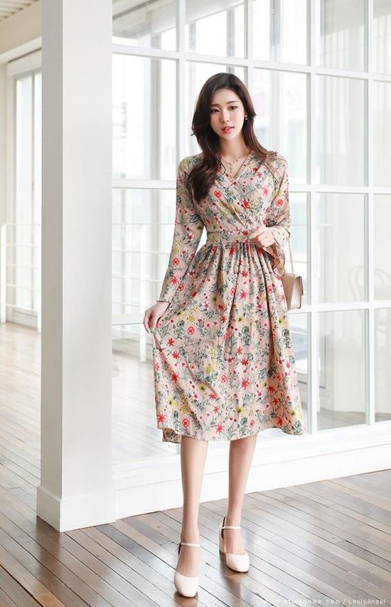 Từ phong cách thời trang dạo phố của Thanh Hằng, Yến Trang, Yến Nhi... chị em công sở có thể chọn cho mình kiểu váy hợp vóc dáng và đi đúng trend.
