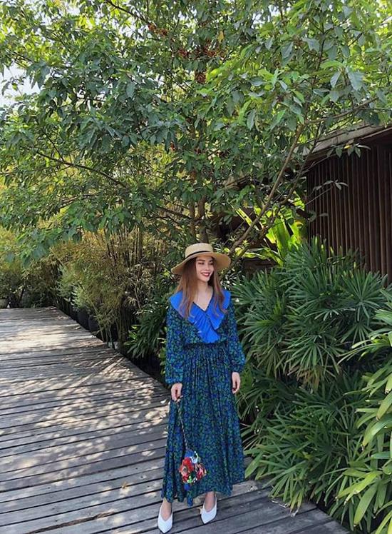 Các mẫu váy dáng dài phù hợp với phong cách dạo phố, đi du lịch được Yến Trang liên tục lăng xê.