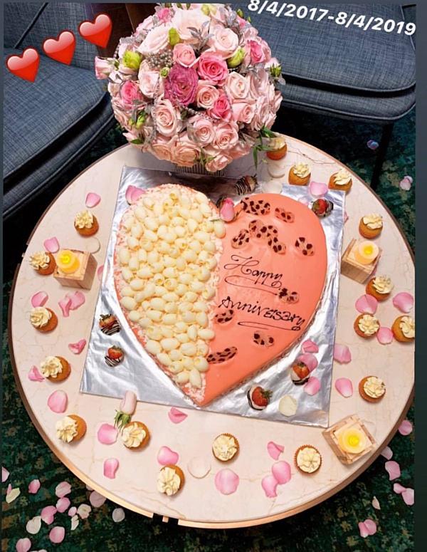 Chiếc bánh kem hình trái tim được bạn trai chuẩn bị cho Ngọc Trinh.