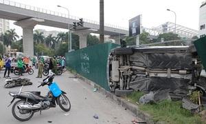 Nữ tài xế khai đạp nhầm chân ga, đâm hàng loạt xe máy ở Hà Nội