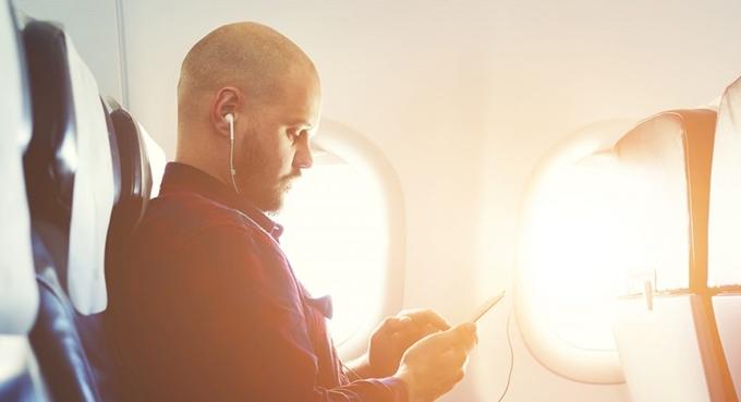 11 điều không nên làm khi đi máy bay