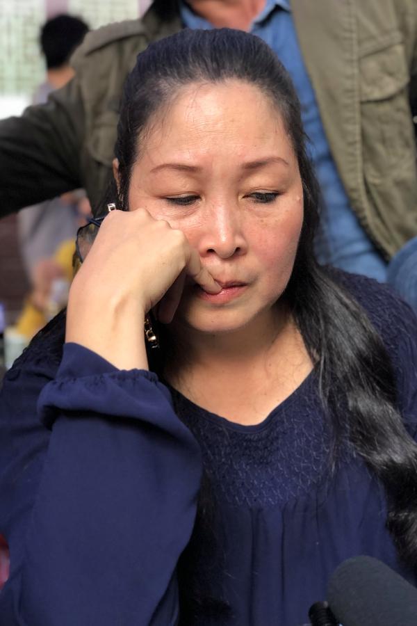 NSND Hồng Vân cố gắng mạnh mẽ lo tang lễ của Anh Vũ, chiều 9/4.