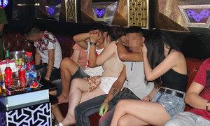 45 thanh niên 'bay lắc' trong quán karaoke Hưng Yên
