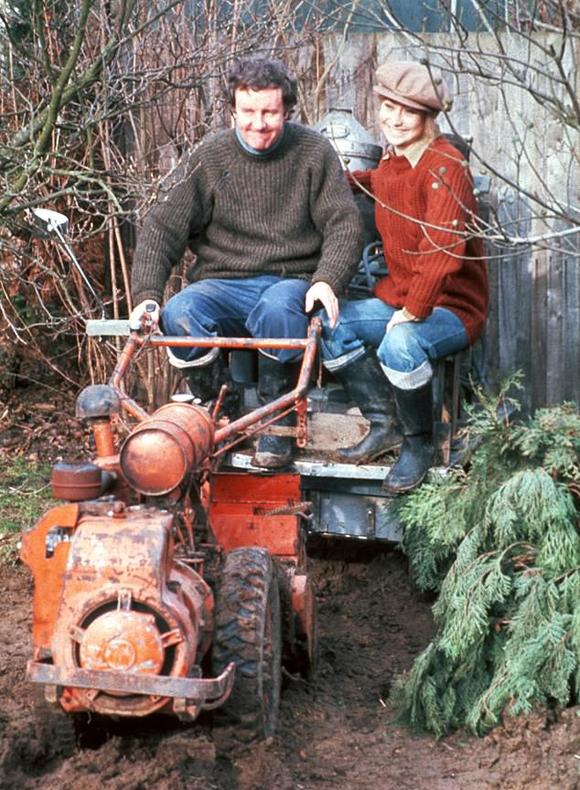 Vợ chồng Tom và Barbara trong bộ phim The Good Life của BBC.