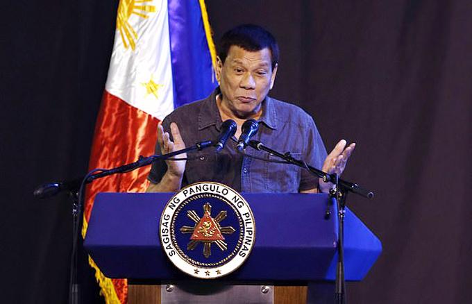 Ông Duterte diễn thuyết trong bài phát biểu tái tranh cử ở Palawan hôm 8/4. Ảnh: AFP.