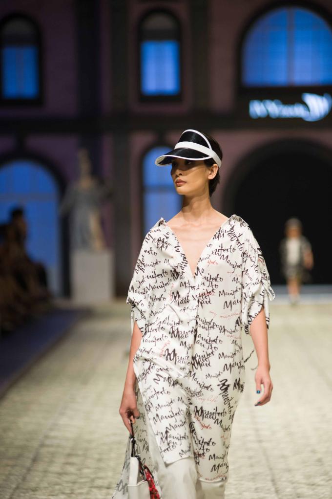 IVY moda mang logomania tràn ngập đường phố Việt Nam trong mùa hè này.
