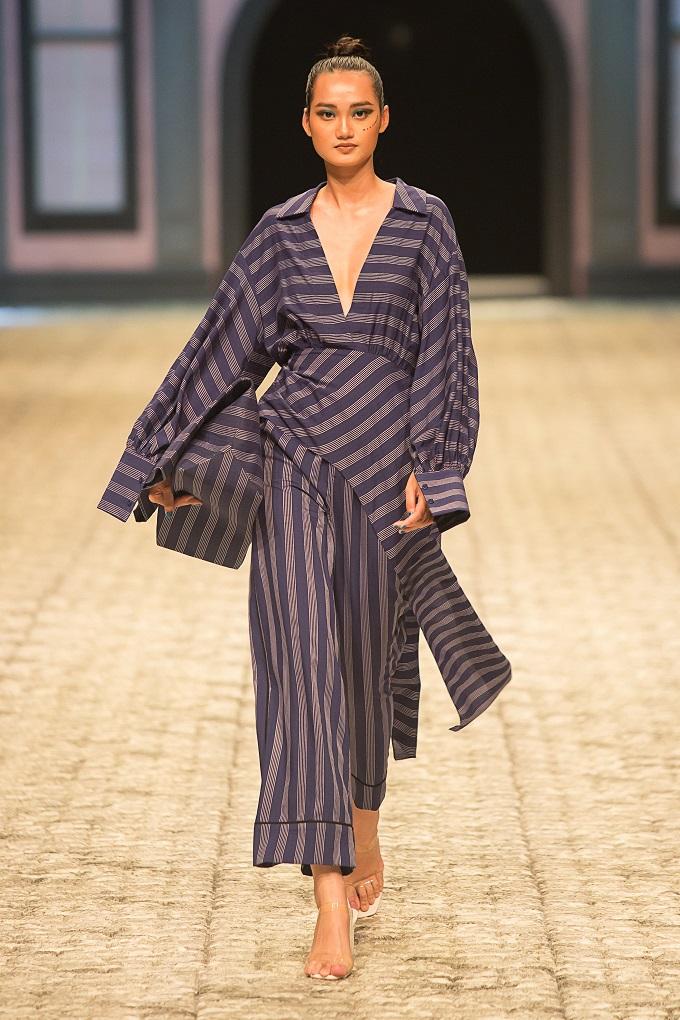 Dù là áo phông, sơ mi hay chânváy hoặc đầm xoècác thiết kế kẻ sọc của IVY moda vẫnhợp mốt.