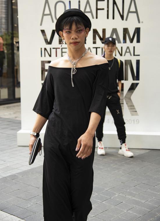 Nhiều nhà thiết kế trẻ, stylist chuyên nghiệp đều bày tỏ cảm giác sợ hãi khi xem qua hình ảnh của các fashionista đổ bộ tuần lễ thời trang.