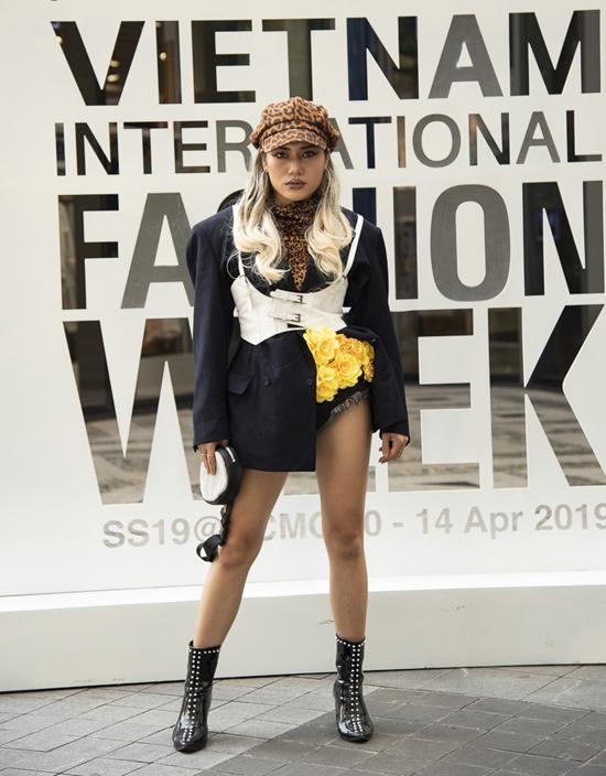 Trong ngày đầu của sự kiện The Best Street Style khó lòng tìm được hình ảnh thanh lịch, hiện đại và đúng chất thời trang.