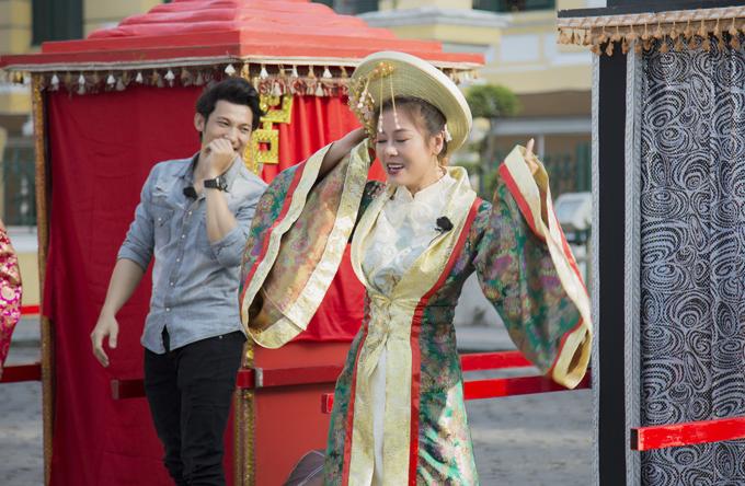 Với tính cách hài hước, khi vừa xuất hiện trong phần mở màn của tập 2 Chạy đi chờ chi, Nam Thư đã làm các đồng nghiệp ngỡ ngàng với bộ trang phục cổ trang.