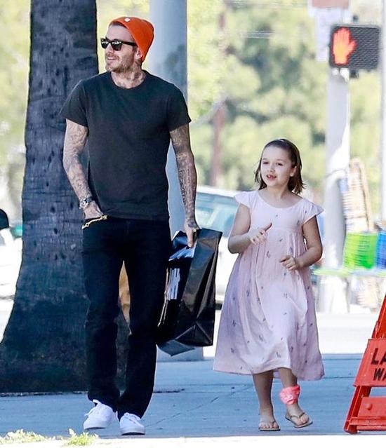 Mõi lần đi với bố, Harper đều tươi cười vui vẻ.