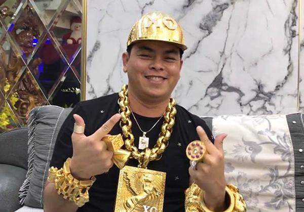 Phúc XO, người được xem là đeo vàng nhiều nhất Việt Nam.