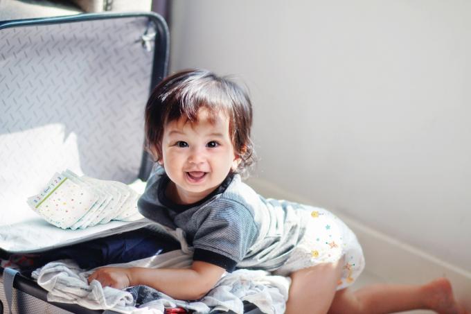 Những chiếc tã với thiết kế mềm mại, thấm hút tốt sẽ giúp bé thoải mái trong suốt hành trình.