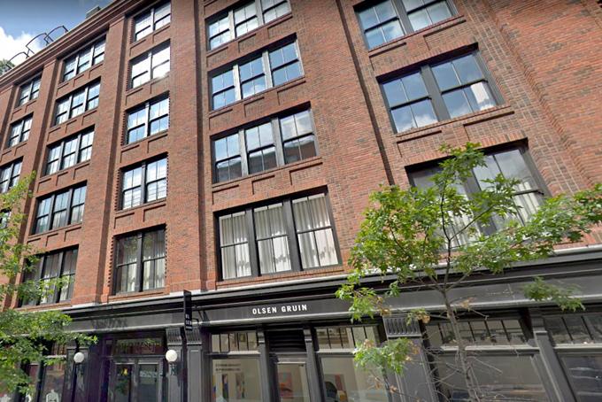 Căn hộ của cặp đôi nằm ở tòa nhà sang trọngtrong khu phố trung tâm thời thượng củaNolita, New York.Căn hộ được thiết kế bởi hai kiến trúc sư nổi tiếng Nick Gavin và Josh Doyle gồm haiphòng ngủ, phòng tập thể dục, kho và sân thượng có mái che.