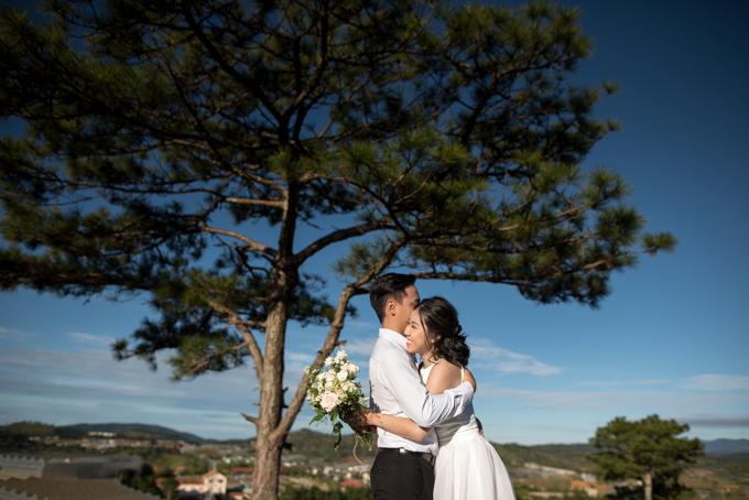 Uyên ương sẽ tổ chức đám cưới vào ngày 1/6 tại TP HCM với sự thm dự củ gi đình, bạn bè và đồng nghiệp.