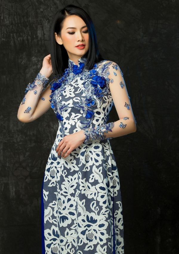 Duy trì phom dáng truyền thống nhưng loạt áo dài trở nên mới mẻ hơn nhờ sử dụng chất liệu độc đáo.