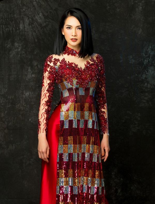 Không chỉ vậy, Minh Châu còn kết hợp nhiều loại họa tiết và pha trộn chất liệu đa dạng, mang đến vẻ quyến rũ, hiện đại.