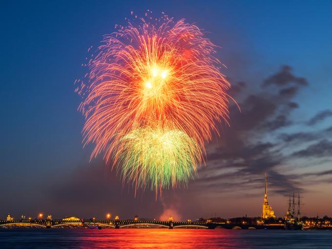 Sự kiện Đêm trắng hoành tráng trên sông Neva thu hút hàng triệu du khách