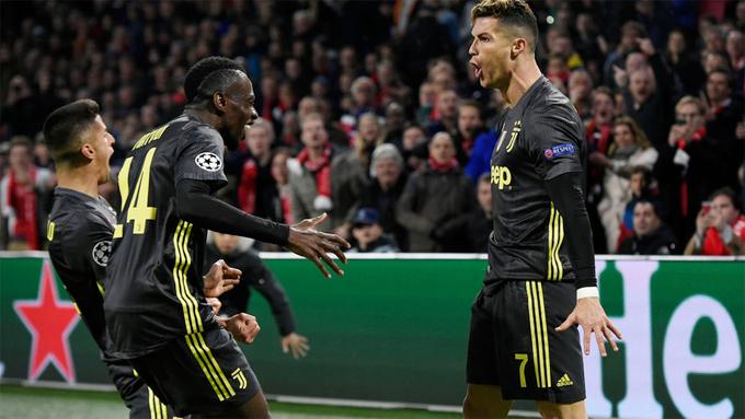 C. Ronaldo tiếp tục ghi bàn mang về trận hòa 1-1 trên sân Ajax, tạo lợi thế nhất định trước lượt về trên sân nhà của Juventus tuần tới.