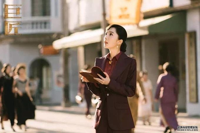 Lùm xùm quanh cuộc hôn nhân đổ vỡ với Lưu Khải Uy không ảnh hưởng nhiều tới sự nghiệp của Dương Mịch. Cô vẫn được săn đón trong showbiz Trung Quốc.