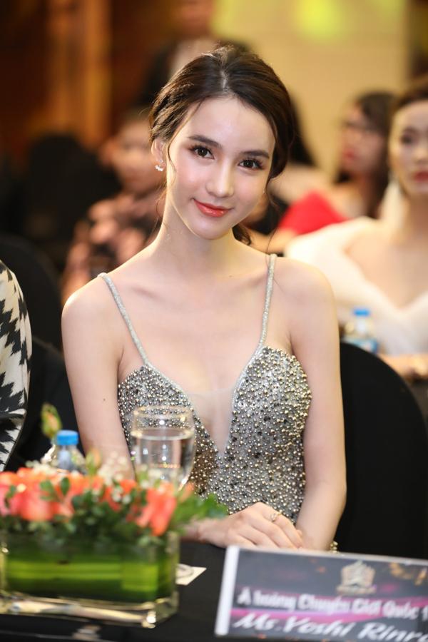 Hoa hậu Chuyển giới quốc tế Yoshi Rinradatại họp báo Queen of the spa 2019 diễn ra ở Hà Nội.