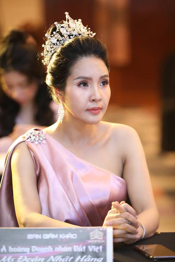 Á hoàng Doanh nhân đất Việt Đoàn Nhật Hằng - thành viên ban giám khảo Queen of the spa 2019.