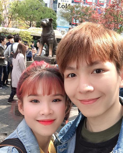 Khởi My - Kelvin Khánh pose hình trong chuyến du lịch khám phá Nhật Bản. Cặp vợ chồng được fan nhận xét ngày càng có tướng phu thê.
