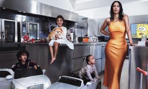 Kim Kardashian bên 3 con trong siêu biệt thự của gia đình