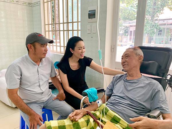 Nghệ sĩ Lê Bình gồng mình chống chọi ung thư phổi