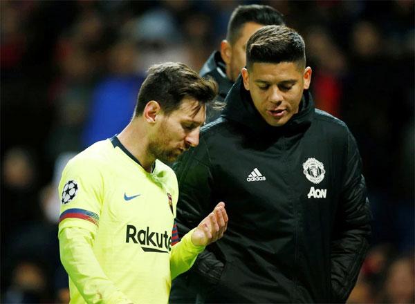 Messi trao đổi với Marcos Rojo, đồng đội ở tuyển Argentina, nhưng là đối thủ trong trận đấu sáng 11/4.