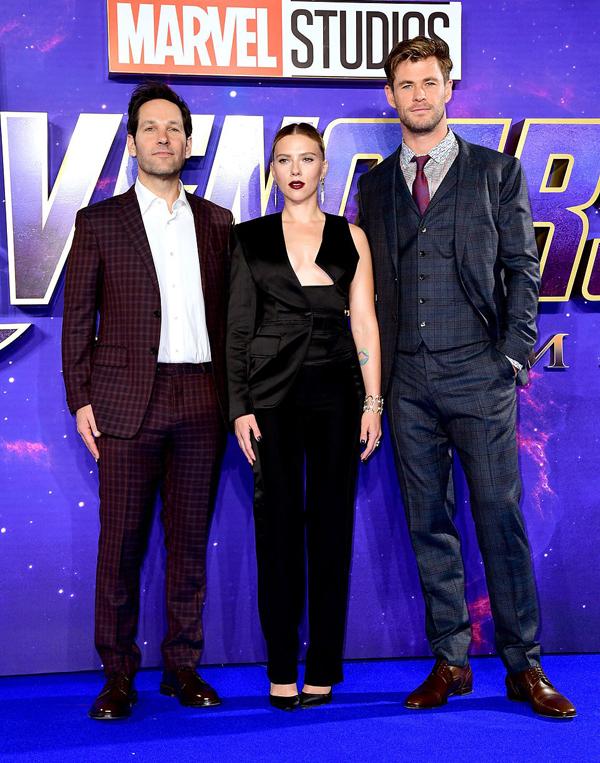 Scarlett hội ngộ Người Kiến Paul Rudd và Thor Chris Hemsworth tại sự kiện.