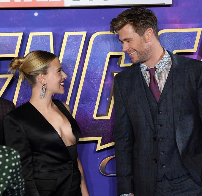Nữ diễn viên và Chris Hemsworth trở thành bạn bè thân thiết sau nhiều năm hợp tác ở vũ trụ siêu anh hùng Marvel.