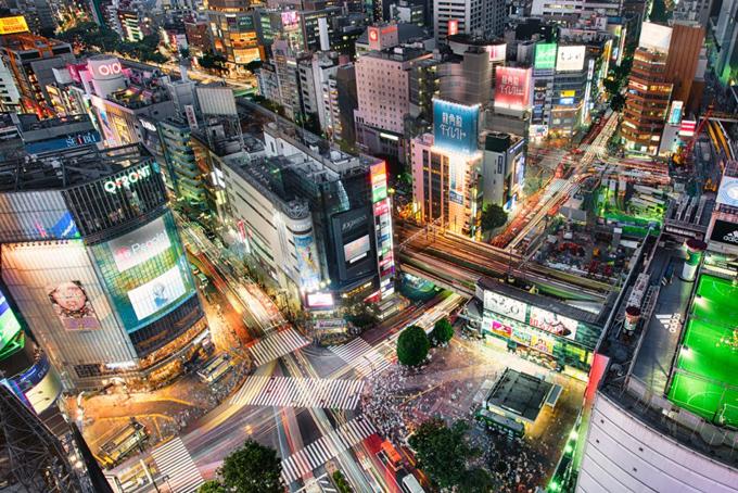 Ngoài ra gia đình ông Yanai cũng sở hữu một ngôi nhà trị giá khoảng 74 triệu USD tại khu phố Shibuya của Tokyo. Theo Japan Times,Shibuya là một khu phố đắt đỏ bậc nhất Nhật Bản, nơi ở của nhiều quan chức chính phủ và các lãnh đạo doanh nghiệp hàng đầu Nhật Bản. CEO gọi là nhà,Sống ở đó là một biểu tượng của địa vị, Yukiko Takano của Sothebers nói với Times năm 2014.